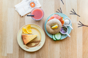 Bagel zalm menu met cheesecake